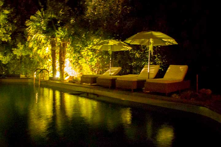 The swimming pool by night